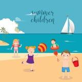 Διακοπές θάλασσας παιδιών Κορίτσια και αγόρια που παίζουν στην παραλία Στοκ εικόνες με δικαίωμα ελεύθερης χρήσης