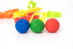 戏剧面团球形状在白色背景的 五颜六色的戏剧面团 免版税库存图片