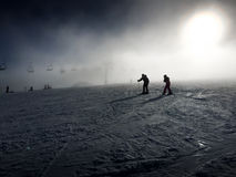 滑雪夫妇 库存图片