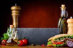 Σάντουιτς με το μαγείρεμα των συστατικών και του διαστήματος αντιγράφων Στοκ Εικόνες