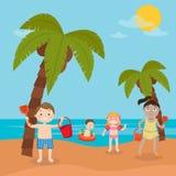 Διακοπές θάλασσας παιδιών Κορίτσια και αγόρια που παίζουν και που κολυμπούν στην παραλία Στοκ Εικόνες