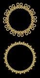 金银细丝工的金黄装饰框架,在黑背景的圈子框架 标签的,菜单设计元素 库存照片