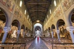教会卢尔德(米兰),内部 免版税库存图片