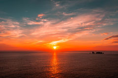 日落在余兴节目苏尔梅尔,布里坦尼,法国 库存图片
