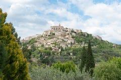 戈尔代,小山顶历史的法国村庄 图库摄影