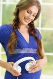 ευτυχής έγκυος χαμογε Στοκ Φωτογραφίες