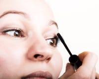 美好的少妇睫毛引伸 与长的睫毛的妇女眼睛 美容院概念 免版税图库摄影