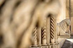 与石狮子雕象的背景 免版税库存照片