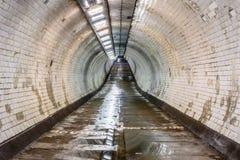 格林威治在泰晤士河下的脚隧道 库存照片