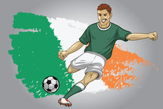 爱尔兰有旗子的足球运动员作为背景 免版税库存图片