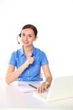 妇女顾客服务工作者,有在白色背景隔绝的电话耳机的电话中心微笑的操作员画象  免版税库存照片