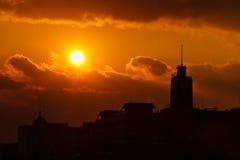 北京在日落的通信机大厦,中国 免版税库存图片