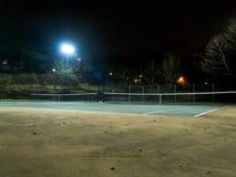 网球场在晚上 库存图片