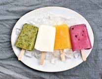 从果子的冰棍儿冰淇凌 图库摄影