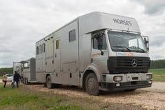 Μεταφορά για τα άλογα με το ρυμουλκό Στοκ φωτογραφία με δικαίωμα ελεύθερης χρήσης