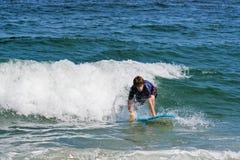 少年冲浪者 库存图片