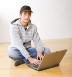计算机膝上型计算机少年 库存照片