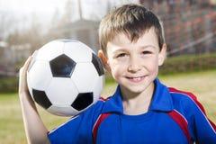 英俊的少年男孩橄榄球 免版税库存图片