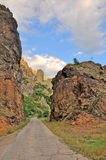 在火山口的路 库存图片