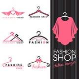 塑造商店商标-甜砰衬衣和晒衣架商标传染媒介布景 免版税图库摄影