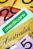澳大利亚人医疗保障卡片和金钱 库存图片