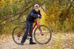 青少年在自行车 库存图片