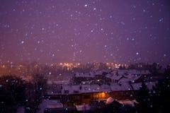 晚上多雪的冬天 免版税图库摄影