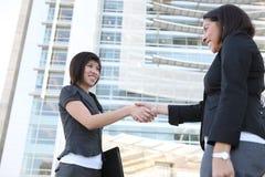 женщины команды рукопожатия Стоковое фото RF