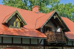 红色铺磁砖的屋顶 免版税库存图片