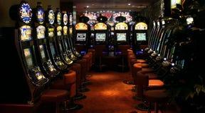 Μηχανήματα τυχερών παιχνιδιών με κέρματα χαρτοπαικτικών λεσχών Στοκ Εικόνες
