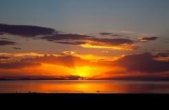 五颜六色的大湖盐日落 库存图片