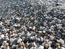 湿海小卵石背景 图库摄影