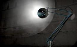 Стена винтажной лампы освещающая Стоковое Изображение