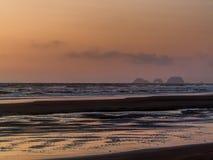 Заход солнца бдительности накидки во время отлива Стоковая Фотография