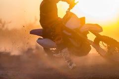 剪影在轨道的摩托车越野赛速度 库存图片
