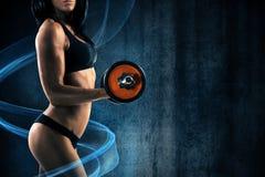 Девушка во время тренировки с голубым влиянием Стоковые Изображения RF