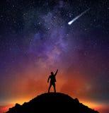 Бизнесмен показывает падающую звезду Стоковое фото RF