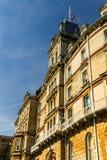 伯恩茅斯城镇厅,用法语,意大利语和新建造的前旅馆 图库摄影