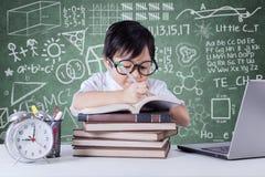 学生文字在教室 免版税库存照片