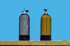 佩戴水肺的潜水氧气罐 库存图片