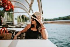 Γυναίκα στη βάρκα Στοκ Φωτογραφίες