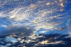 天空颜色在蓝色小时 库存图片