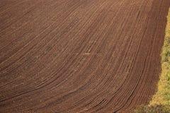 最近被耕的小牧场 免版税图库摄影