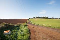 农村路过去被耕的领域 免版税库存图片