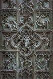 米兰大教堂,意大利的著名古铜色门 免版税图库摄影
