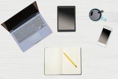 Изображение заголовка героя аккуратного настольного компьютера с кружкой кофе Стоковые Изображения