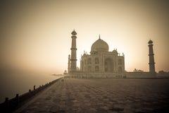 泰姬陵的葡萄酒图象日出的,阿格拉,印度 免版税图库摄影