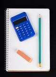 笔记本、计算器、橡皮擦和铅笔 库存图片