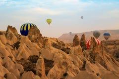 热空气气球,卡帕多细亚土耳其日出 图库摄影