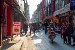 Δρόμος με έντονη κίνηση στο Κατμαντού, Νεπάλ Στοκ Εικόνες